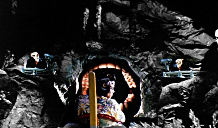 Jackson Maul Höhle Dunkelheit Hunde am Eingang des Mauls