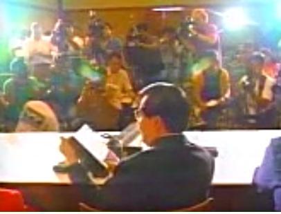 1993 Jackson Skandal_Mark Quindoy Pressekonferenz.jpg