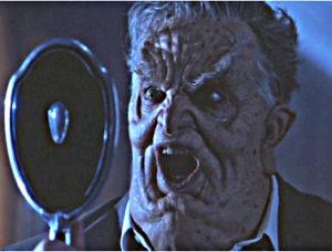Jackson als Bürgermeister in Ghosts mit entsetztem Blick in Spiegel