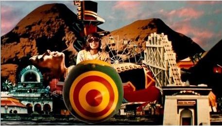 Michael Jackson Leave Me Alone 1988 Symbole Moonwalker Achterbahn Berg Silhouette Spaß Lachen Rakete